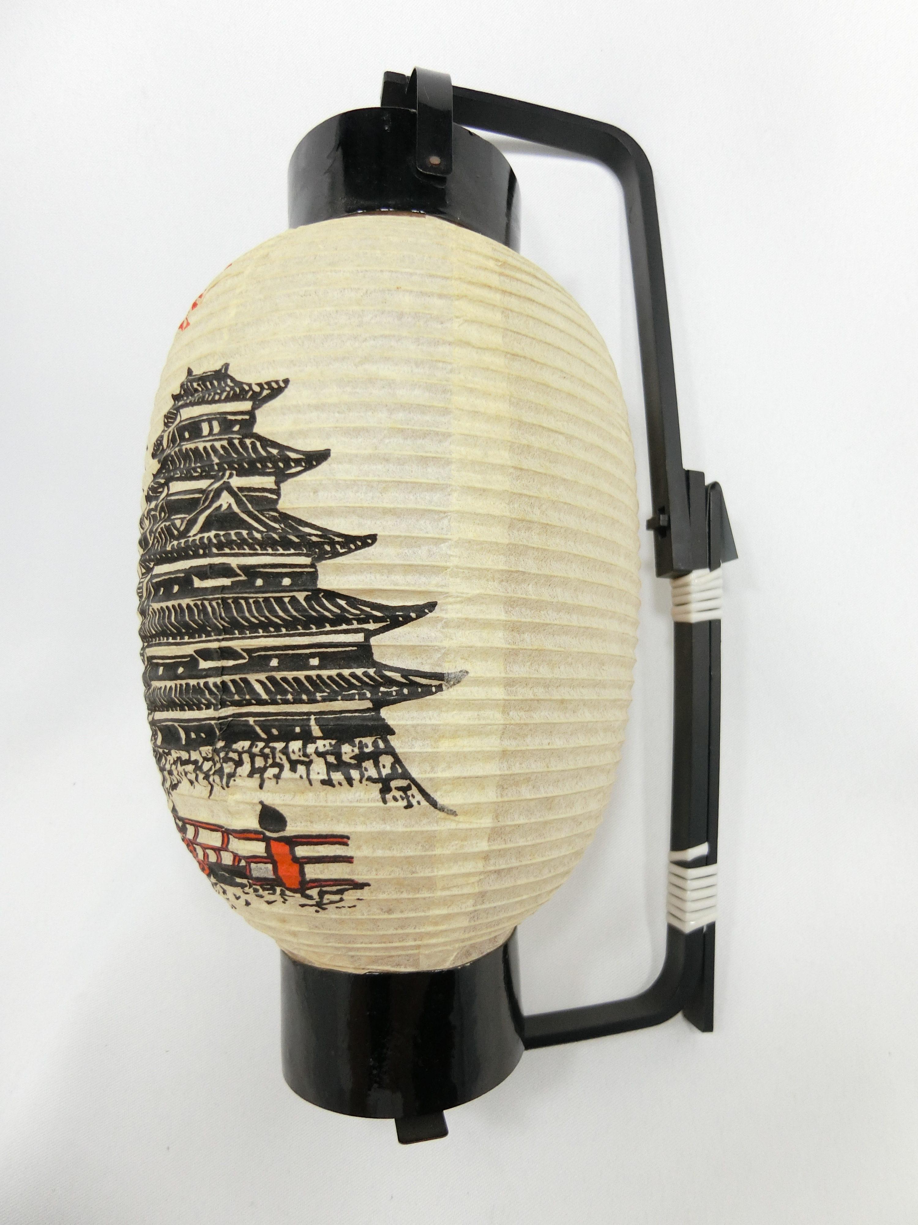 国宝「松本城」(右)